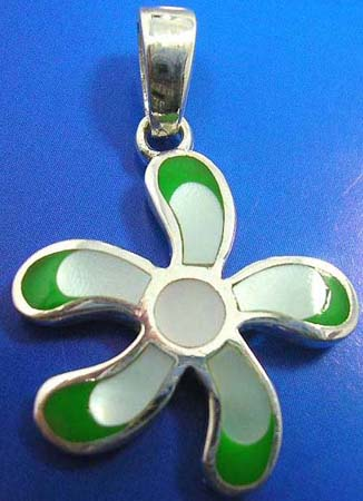 sterling silver pendant in flower outline with 6 mini white mother of pearl seashell inlaid and green color edge decor