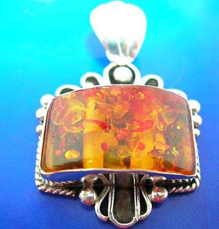 sterling silver pendant embeded imitation amber